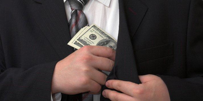 Desrespeito ao princípio da reserva legal na tipificação do crime de evasão de divisas