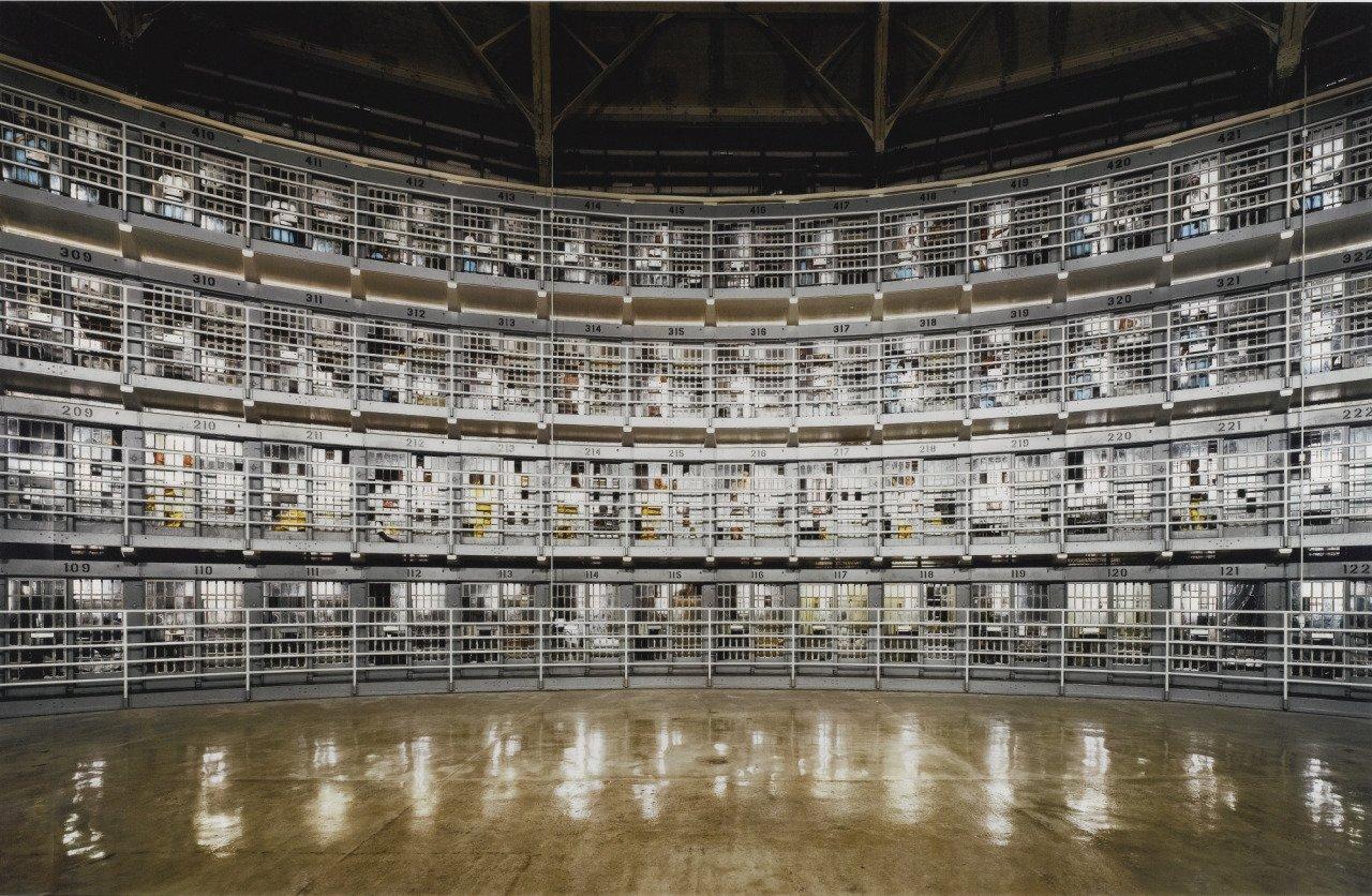 Observações sobre a prisão preventiva fundamentada na ordem pública: ou pode uma prisão preventiva se basear na opinião pública?