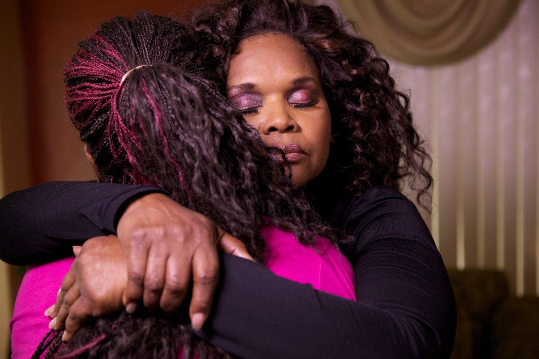 Estuprada, baleada e esfaqueada, ex-prostituta abre ONG para ajudar mulheres vulneráveis