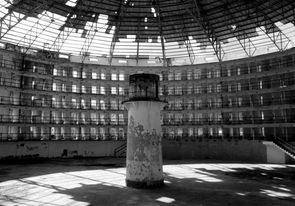 """O campo do cárcere: """"paradigma biopolítico moderno?"""""""
