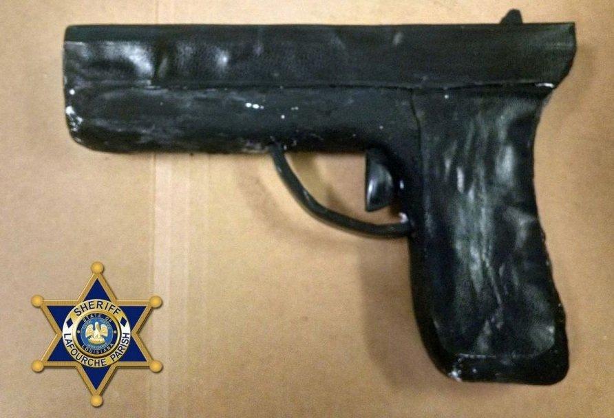 Preso molda arma usando sabão e papel higiênico para fugir da prisão