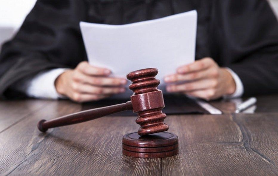 Pode o juiz, de ofício, converter prisão em flagrante em prisão preventiva?