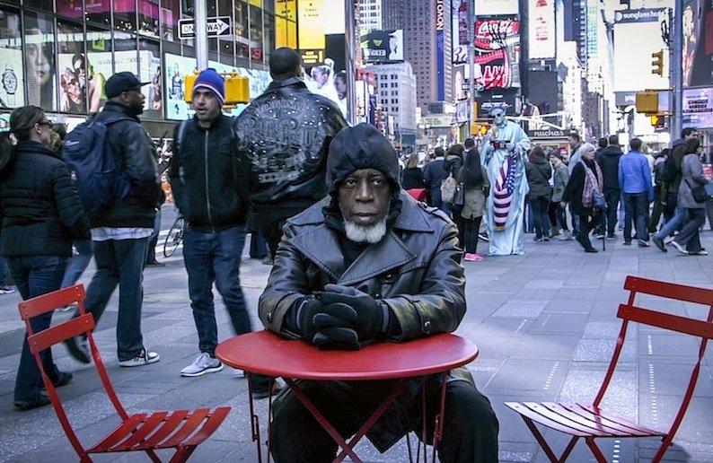 Homem retorna à sociedade após ter passado 44 anos na prisão. Veja a reação