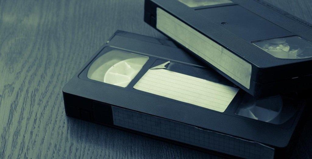 Homem é preso por não devolver fita VHS desde 2002