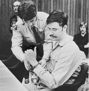 O assassino de colegiaisdurante o julgamento