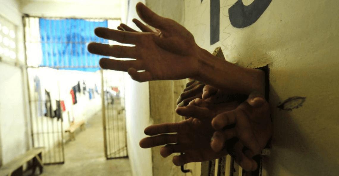 Ressocialização: uma falácia? Mãos que pedem socorro!