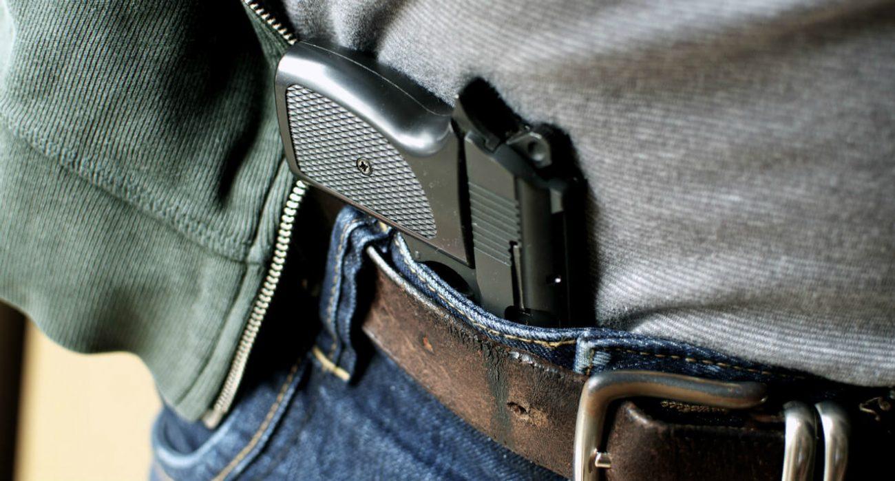 Policial aposentado deve ter o direito de portar arma de fogo