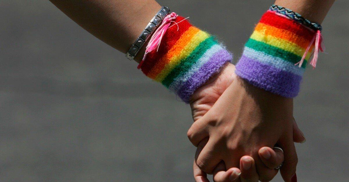 Quais são os padrões de acolhimento da população LGBT privada de liberdade no Brasil?