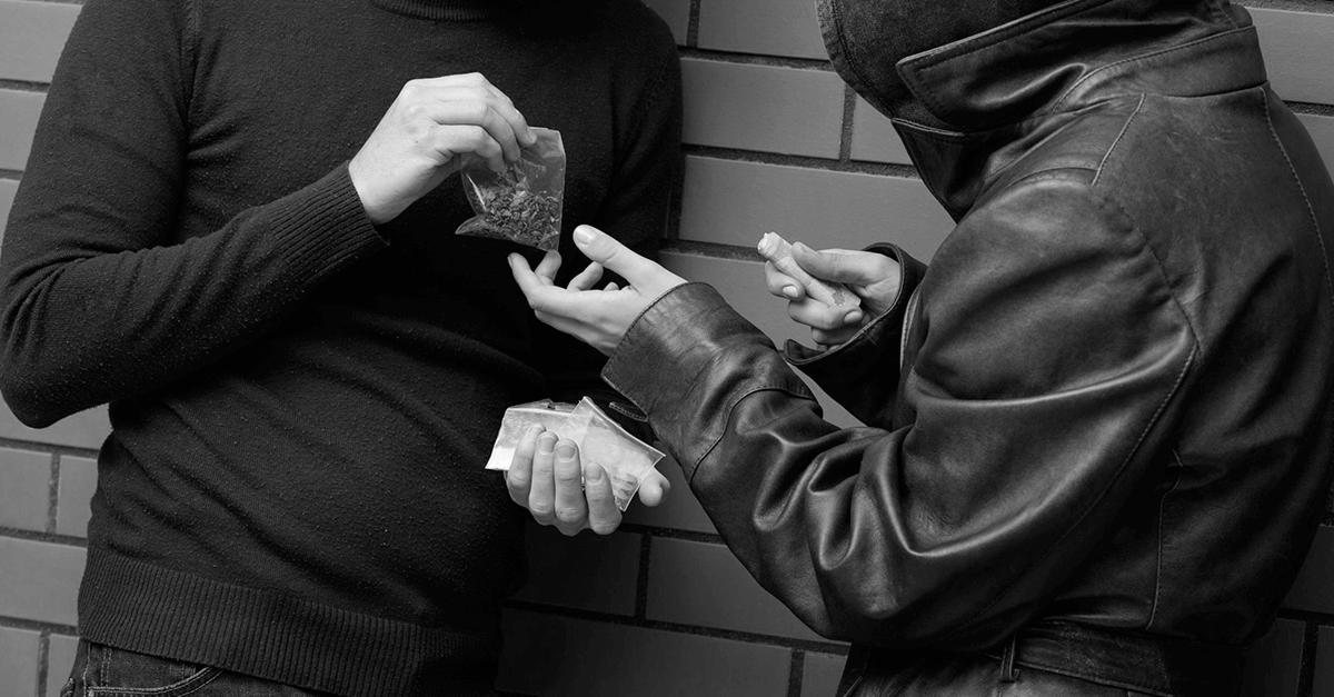 Associação para o tráfico de drogas: exigência de vínculo estável e permanente