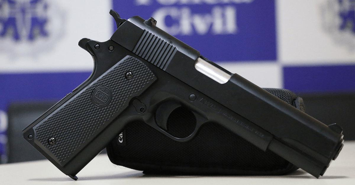 O uso de simulacro de arma de fogo no crime de roubo