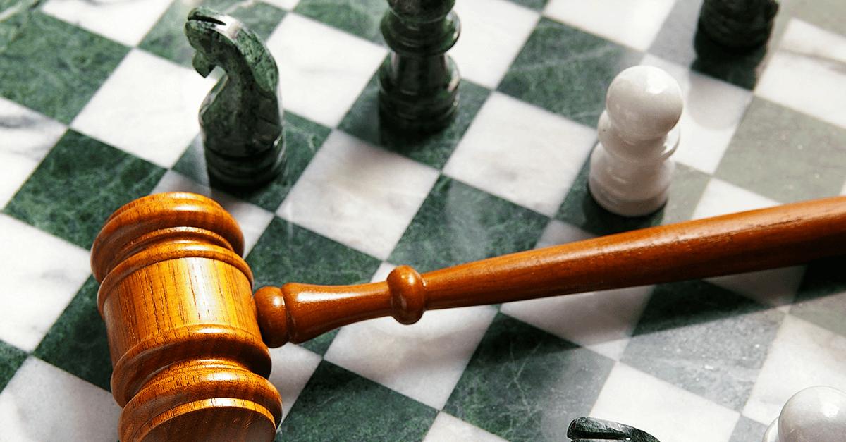 Princípio da paridade de armas e a disposição cênica do Tribunal do Júri