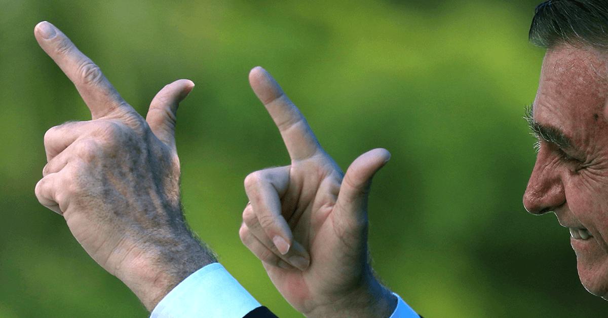 Bolsonaro retifica decreto e autoriza porte para todos advogados