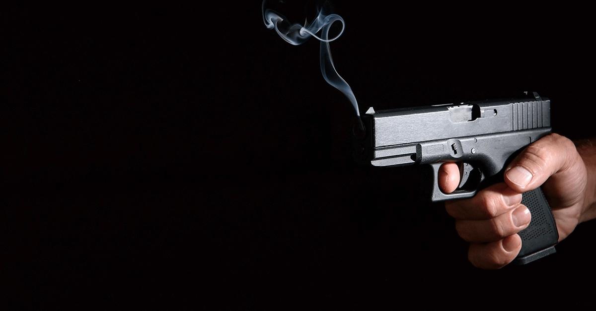 A relação entre vítimas de homicídios por armas de fogo e egressos do sistema penitenciário