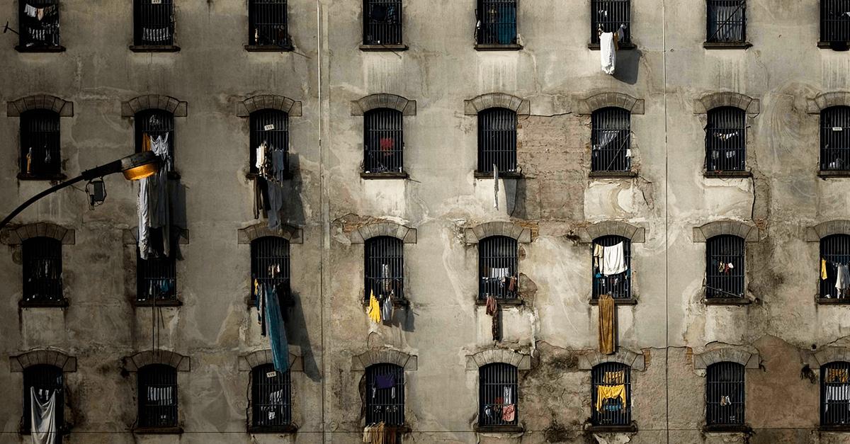 O declínio do sistema prisional e a falácia da função ressocializadora da pena