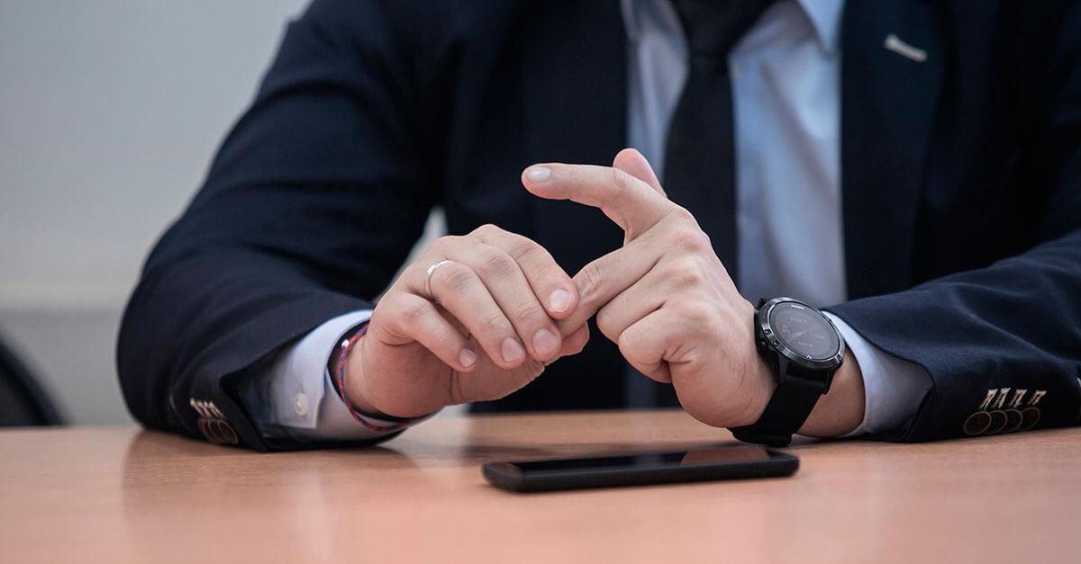 Análise da linguagem corporal para detectar mentiras no interrogatório