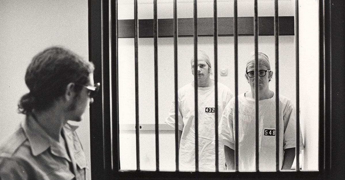 Experimento de aprisionamento de Stanford e a coletivização de sujeitos no processo penal