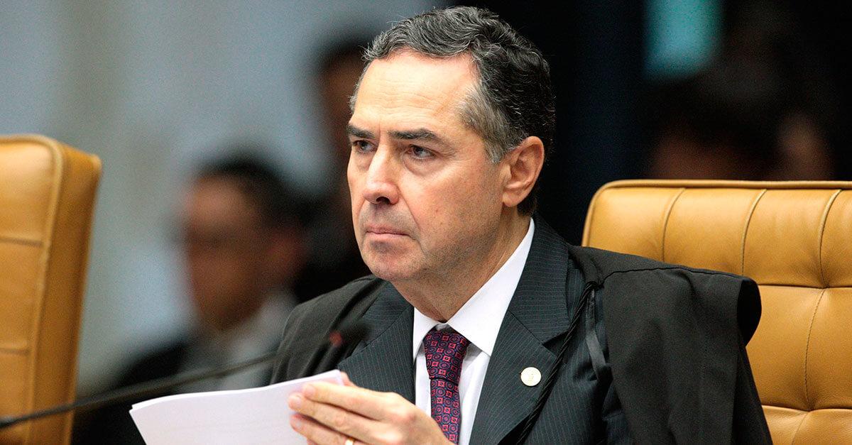 Barroso dá 15 dias para Bolsonaro se manifestar sobre pedido de explicações de Santa Cruz