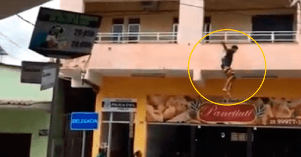 Preso por homicídio, homem pula sacada de delegacia em Iúna (ES)