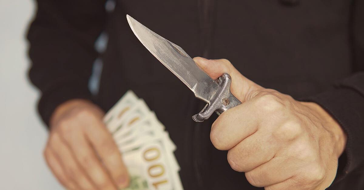 É possível concurso material entre o crime de roubo e extorsão?