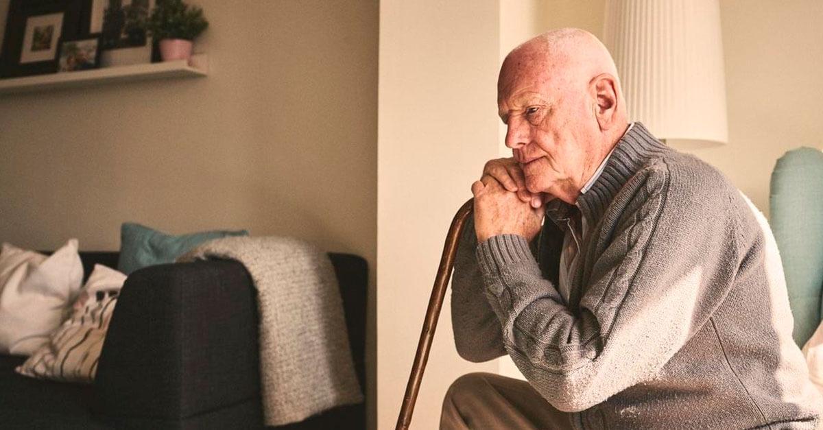 Assediar pessoas idosas para contratar empréstimos poderá ser crime