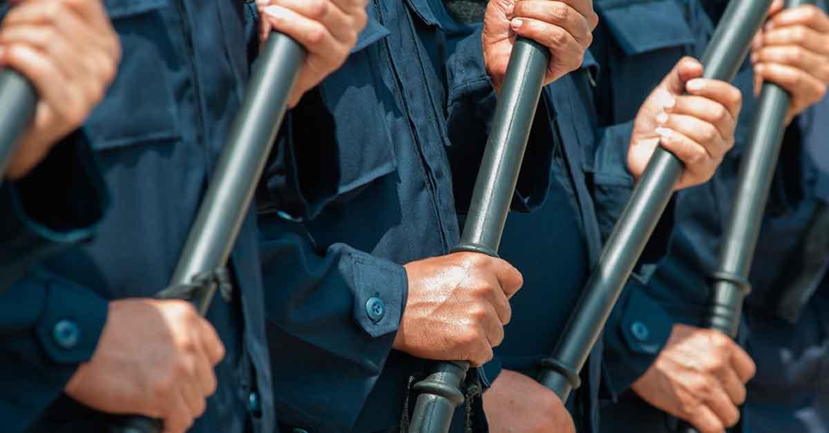 A aplicação do principio da consunção entre os crimes de desacato e resistência
