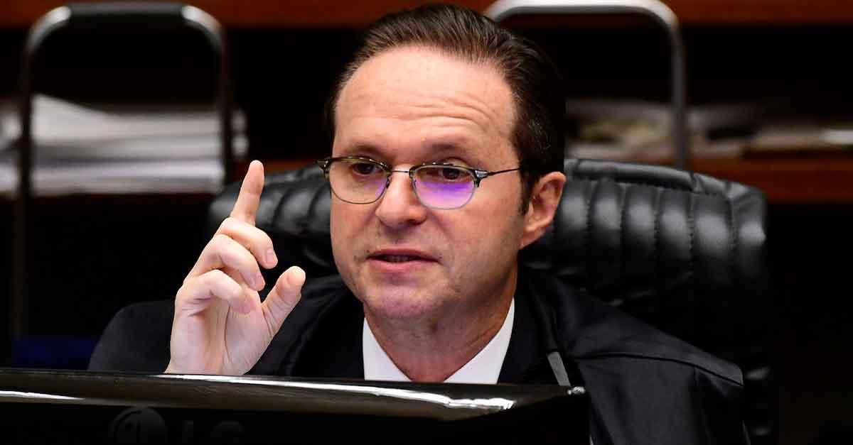 STJ: o crime do art. 359-C do CP só pode ser cometido por agentes públicos titulares de mandato ou legislatura