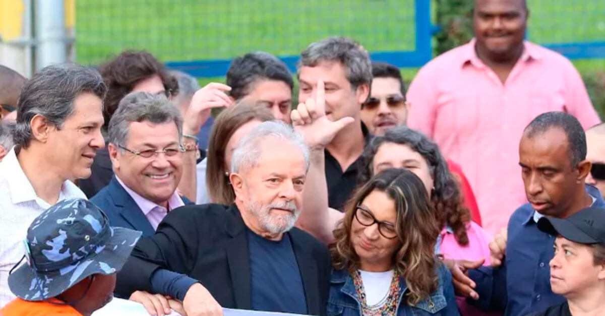 Após decisão do STF, Lula deixa a prisão em Curitiba