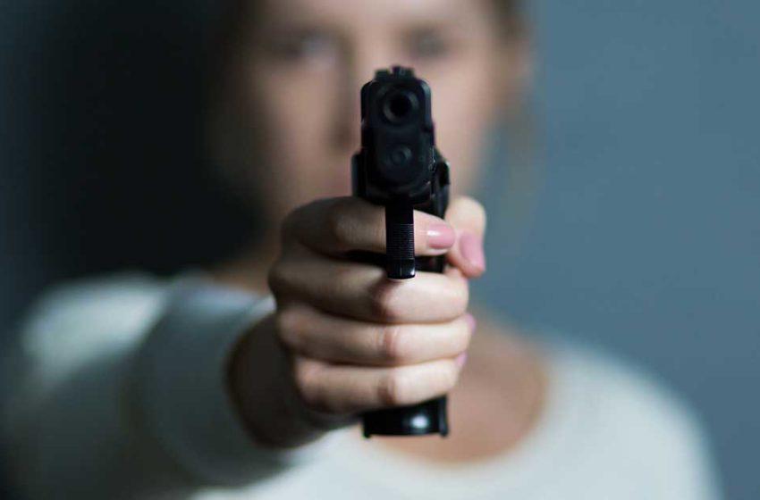 Projeto de lei autoriza porte de arma para mulheres sob medida protetiva decretada por ordem judicial