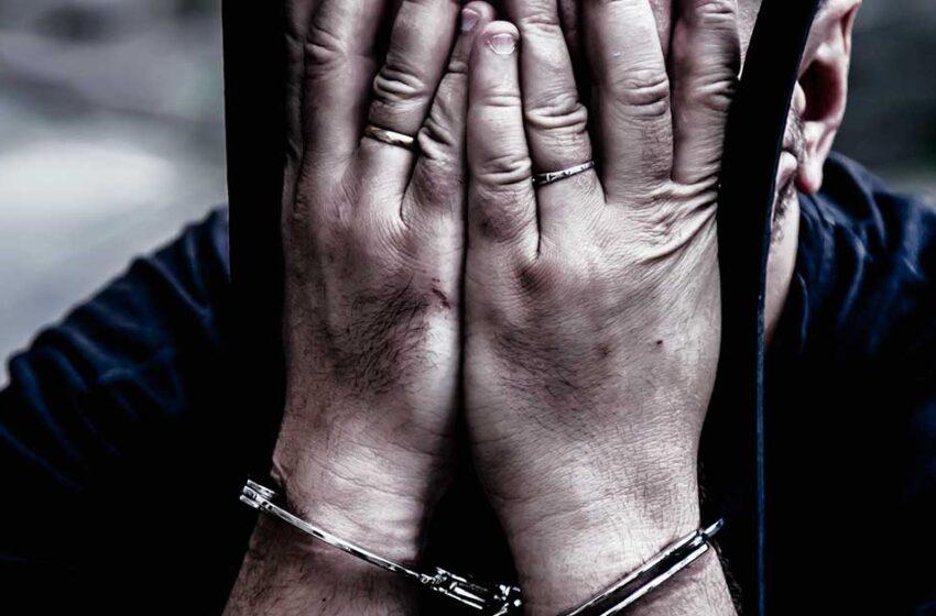 Para além da prisão física: a prisão linguística do acusado